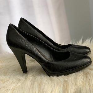 Nine West genuine leather black snakeskin shoe 9M